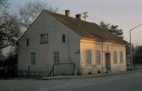 photo of Hitler's boyhood home in Leonding.