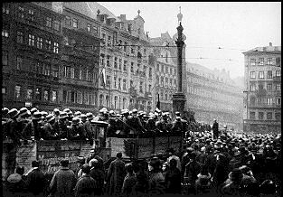 crowds supporting Hitler gather in the Marienplatz, November 9, 1923